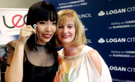 Dami Im receiving the keys to the city from Mayor Pam Parker. Photo Kelly Daniels / The Reporter