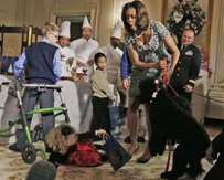 Little Ashtyn Gardner takes a tumble when she meets First Dog Sunny at the White House.