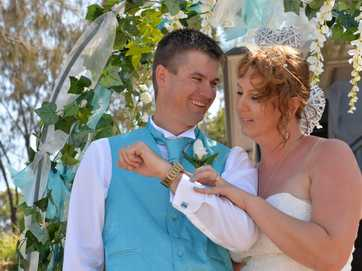 Anthoney King and Andrea Morse married at Eimeo Beach in Mackay on 11/12/13 at 14.15 pm.