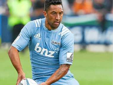 New Blues star Benji Marshall runs the ball in his first trial game against the Hurricanes.