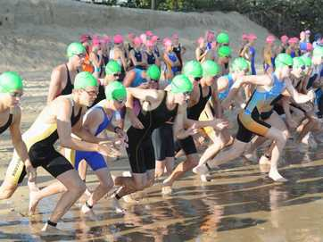 Action from the senior event (17-19 yrs) at the Queensland Schools State Triathlon Championships in Hervey Bay.