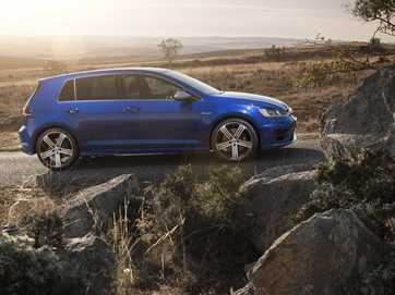 VW has released the new Golf GTI Performance and Golf R.