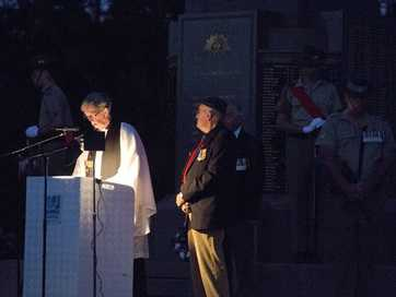 Anzac dawn service at Mother's Memorial 2014